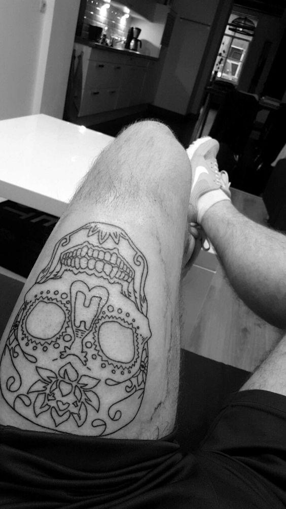 Tatuagem Masculina Caveira na Perna