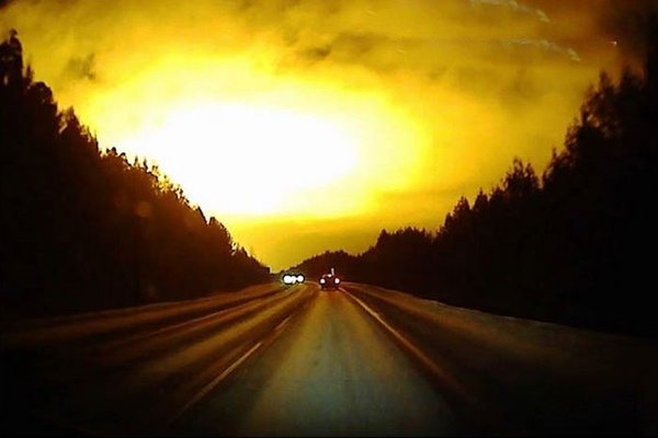 Мистериозна експлозия в небето на Русия,съмненията  са за противоракетна експлозия, или  поява на НЛО