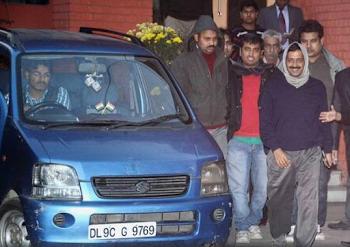 अरविंद केजरीवाल की नीले रंग की वैगनआर हुई चोरी, जानें यह कार क्यों रही है चर्चा में
