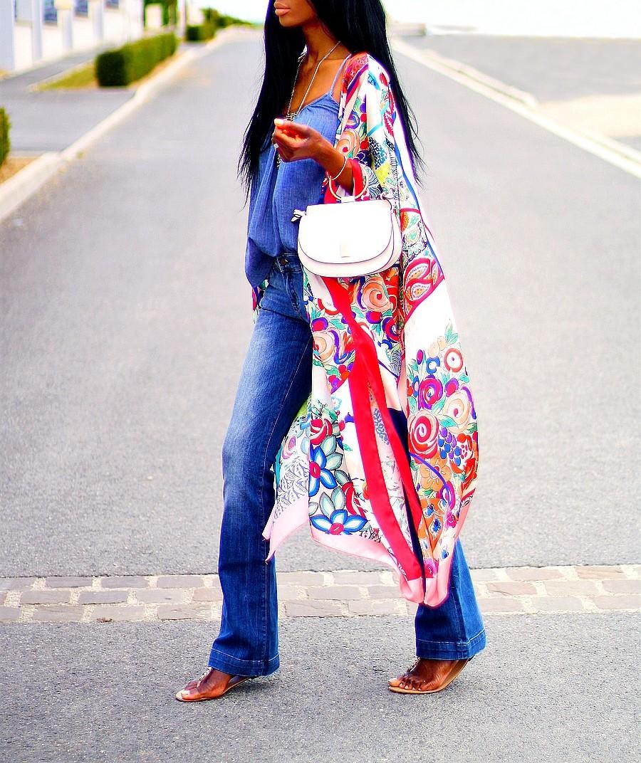 kimono-foulard-pantalon-jeans-flare-sac-anse-metal-tendance