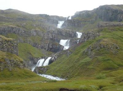cascata di Klifbrekkufossar in islanda