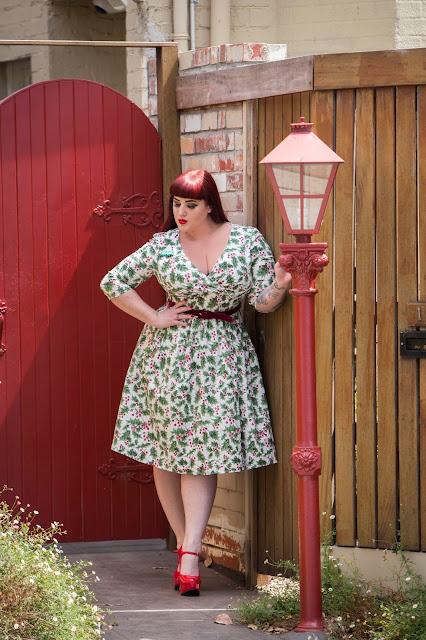 5f9396e8828 Hell Bunny Holly Berry 50 s Dress -  133.99