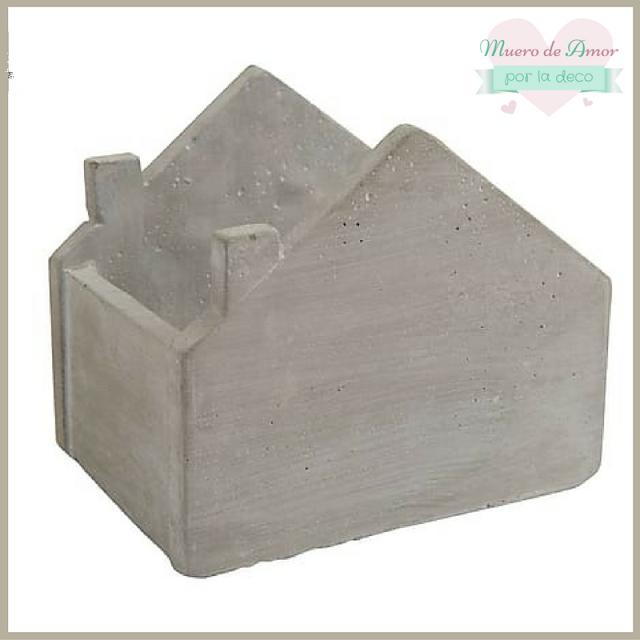 Decoración macetero o revistero casa de cemento