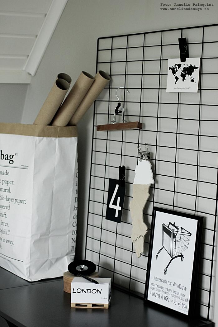 memoblock, london, minilastpall, lastpall, lastpallar, poster, psoters, print, prints, konsttryck, annelies design, webbutik, webbutiker, webshop, nätbutik, nätbutiker, plakat, plakater, nettbutikk, paperbag, papperspåse, papperspåsar, galler, diy, nät, hänga upp vykort och posters, clips, klämmor, klämma, träklämma, madam stoltz, tavla, tavlor, hurts, arkivskåp, hurtsar, världskarta, världskartor med text, vykort, svartvit, svartvita, arbetsrum, hemmakontor,