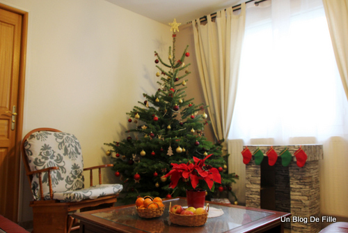 Un blog de fille d coration sapin de no l traditionnel for Decoration noel traditionnel