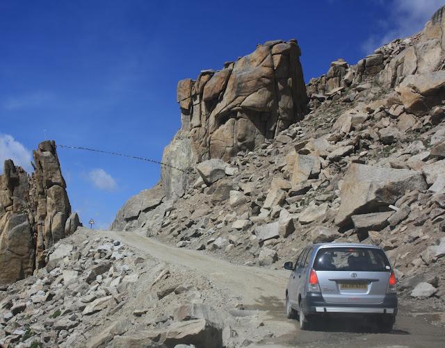 Manali, Leh, Kaccha road, route, way, Ladakh, innova, travel