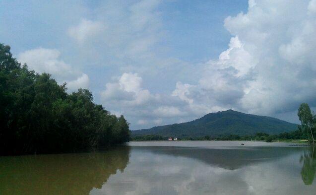 Озеро, а внутри остров