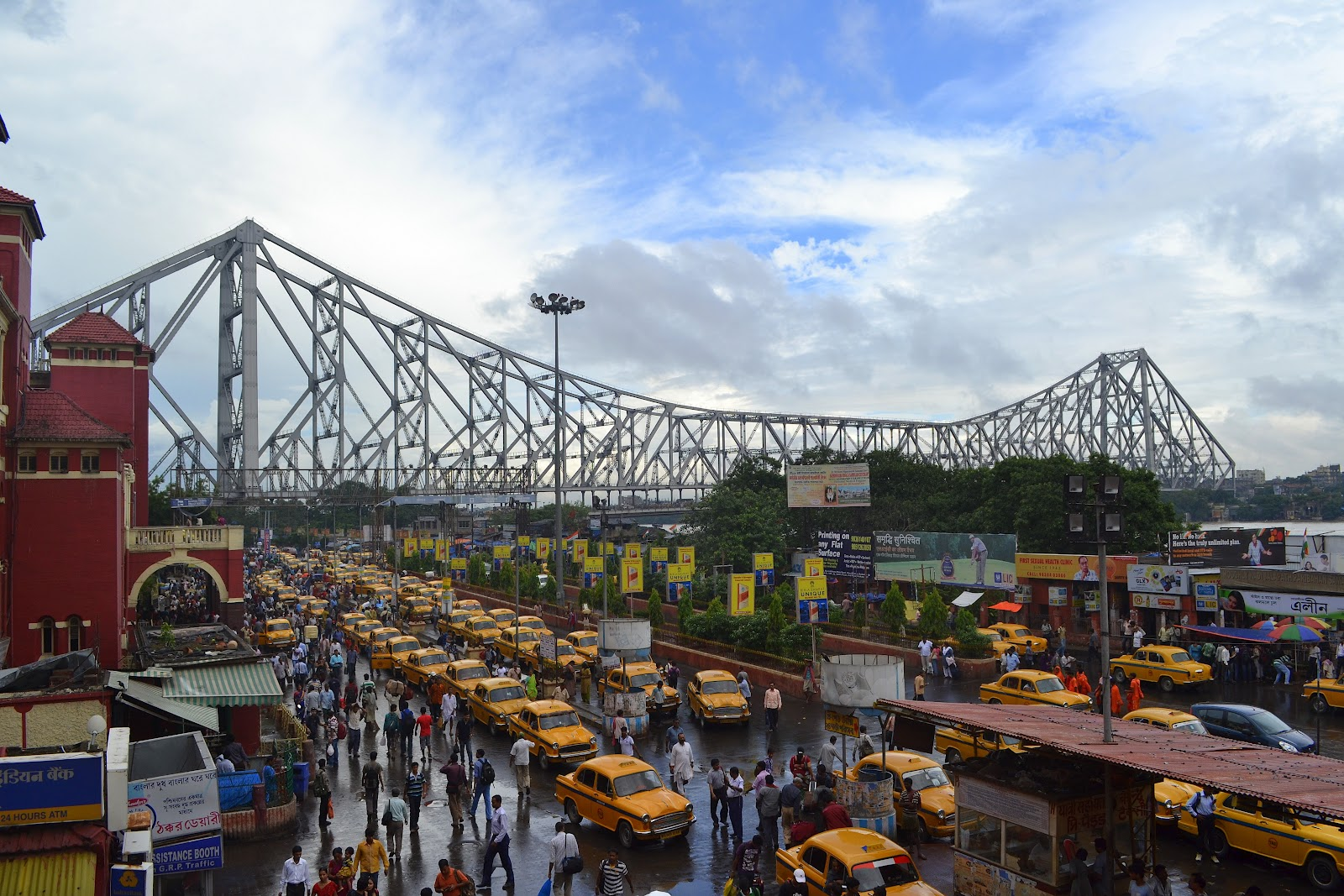 CHAUTARE, the storytellers from East Himalaya: Kolkata Taxis