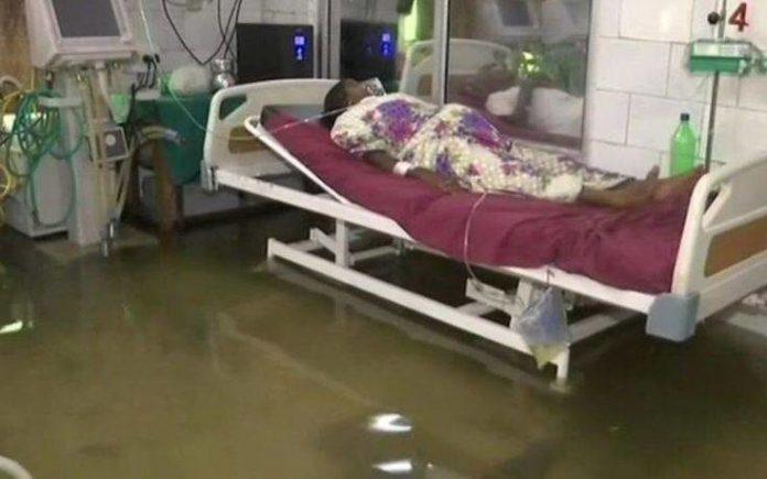 Νοσοκομείο πλημμύρισε και ψάρια κολυμπούσαν στους διαδρόμους