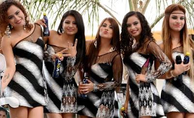 Foto de Corazón Serrano con vestido a rayas