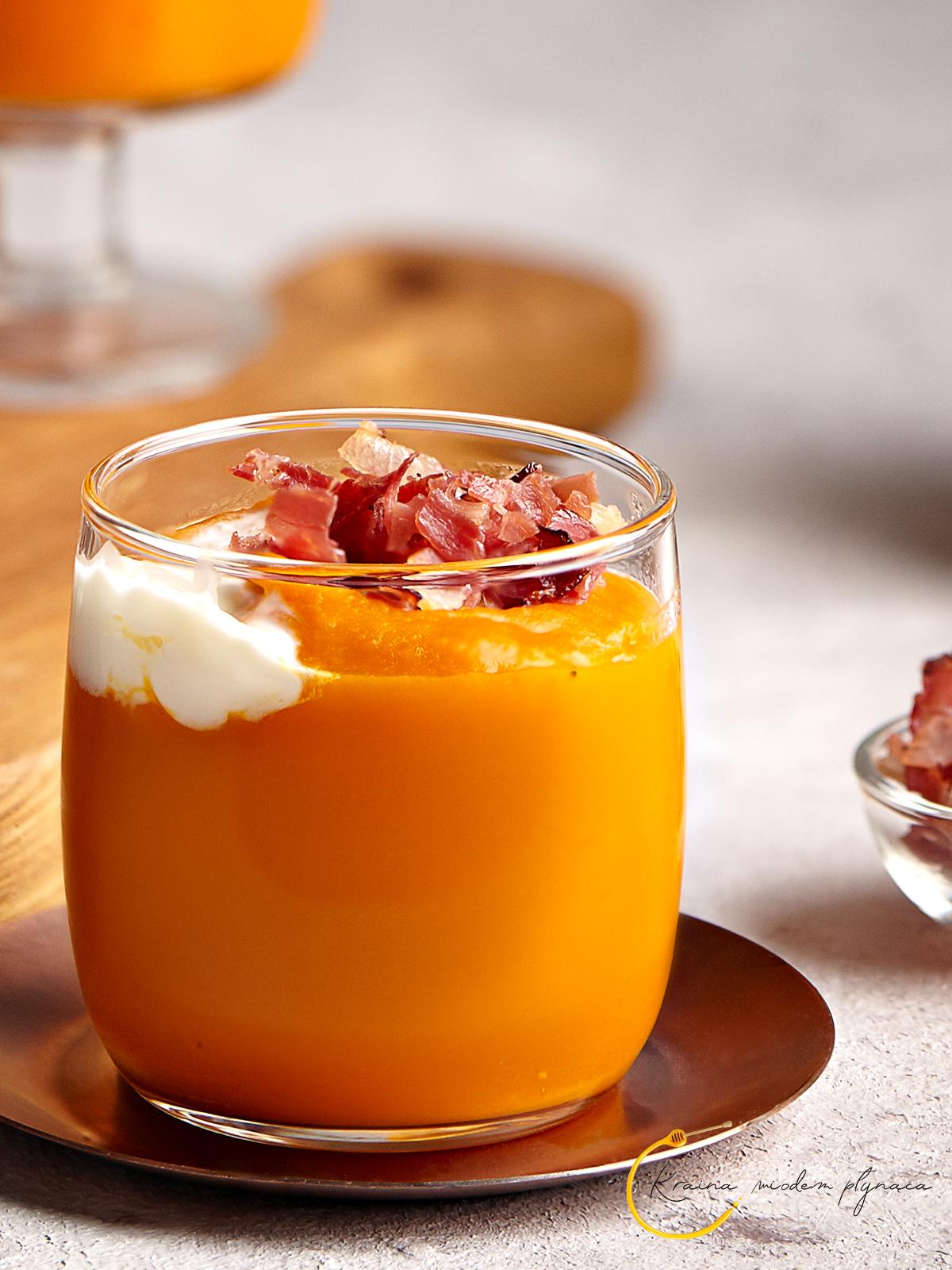 zupa krem z dyni, zupa krem dyniowa, zupa krem dyniowy, dynia hokkaido, kraina miodem płynąca, fotografia kulinarna szczecin