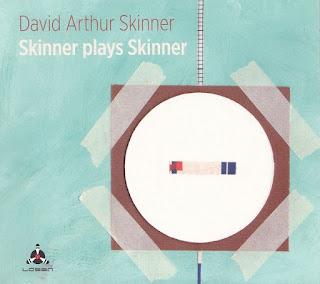 Στις πρώτες λέξεις που αναφέρει η wiki για τον David Arthur Skinner  μαθαίνουμε πως είναι βρετανός πιανίστας a4418c12f9a