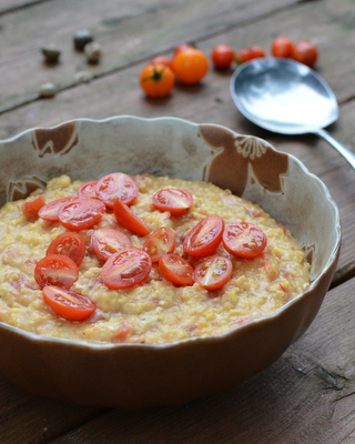 Slow Cooker Tomato Grits ♥ AVeggieVenture.com, tastes way richer than its calories.