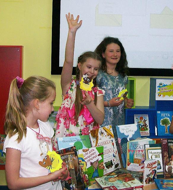 Самарская областная детская библиотека (интересное лето), всё про мышей) Мышки и сыр из бумаги, книги - истории - вопросы - ответы  про них же...