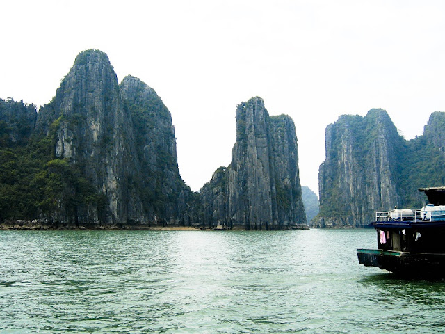 Drop yourself between the turquoise waters of Halong Bay