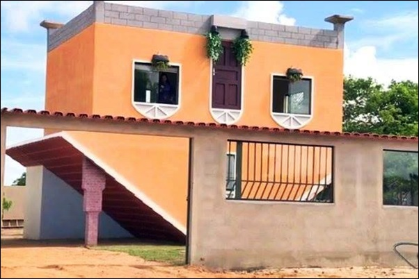 casa construida de cabeça para baixo