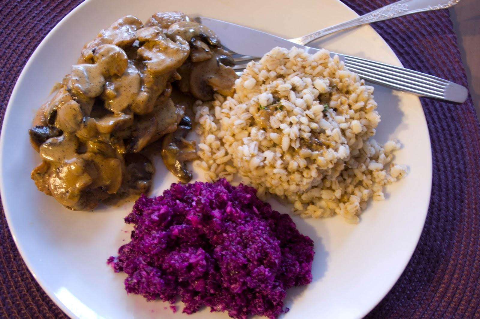 http://mojemenu.blogspot.com/2014/11/niedzielny-obiad-poledwiczki-w-sosie.html