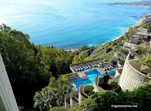Piscina e vista para o mar do Hotel Monte Tauro em Taormina, Sicília