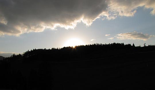 Zachód słońca z Gronia (słow. Grúň, 989 m n.p.m.).