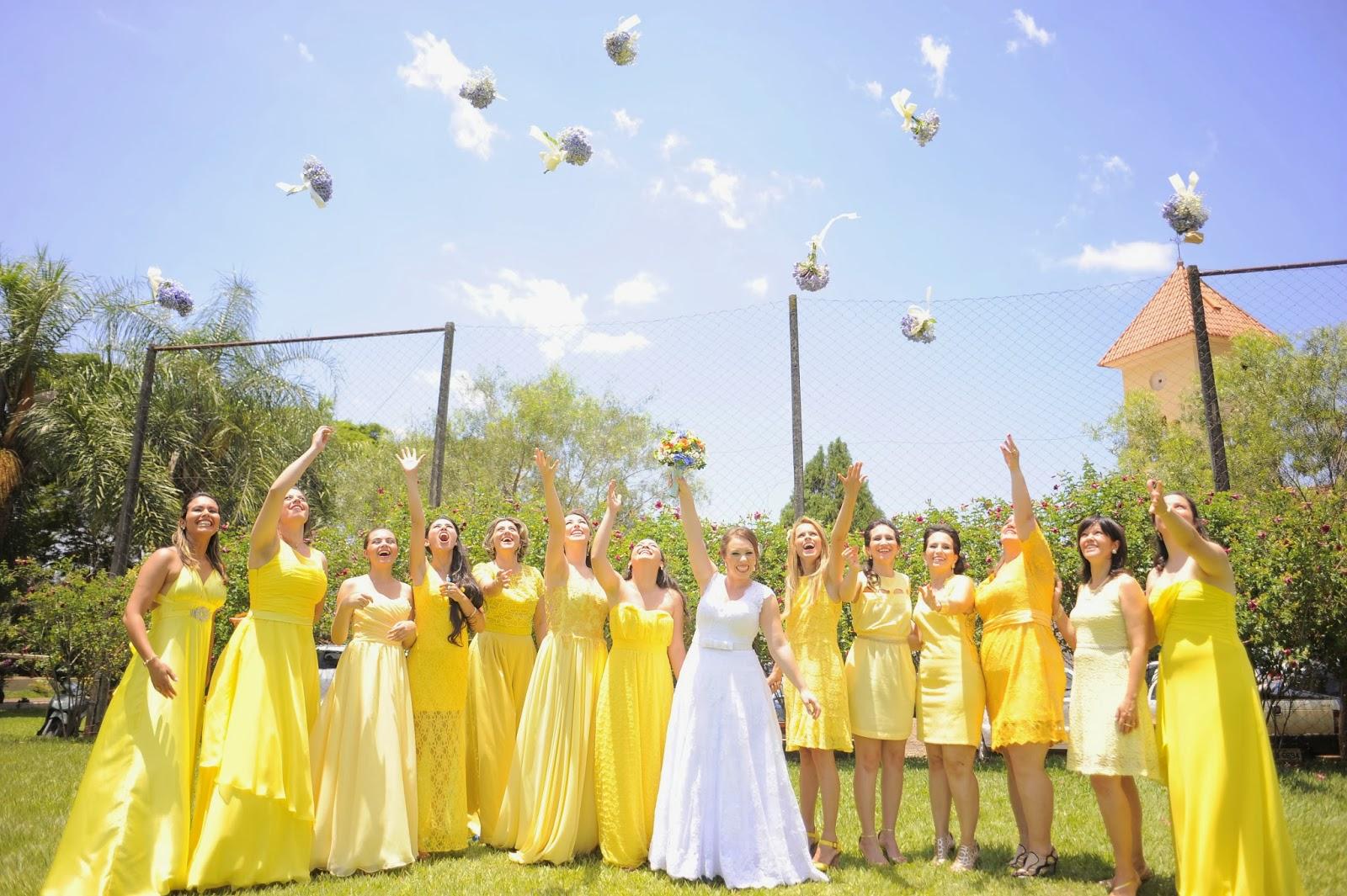 foto-divertida-noiva-madrinhas-casamento-dia-azul-amarelo