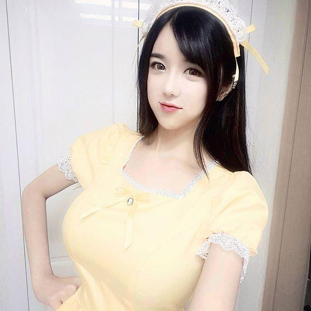 Nữ streamer Lee Soo Bin khoe ngực khủng