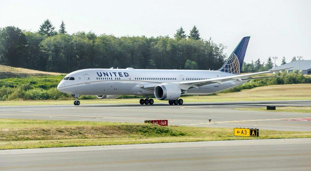Panico sul volo aereo Monaco-Newark: scoppia un motore del Boeing