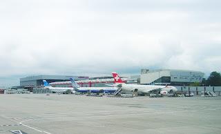 Aeropuerto cointrin, Aeropuerto de Ginebra, Suiza, Geneva Airport, Switzerland, L'aéroport de Genève, Suisse, vuelta al mundo, round the world, La vuelta al mundo de Asun y Ricardo