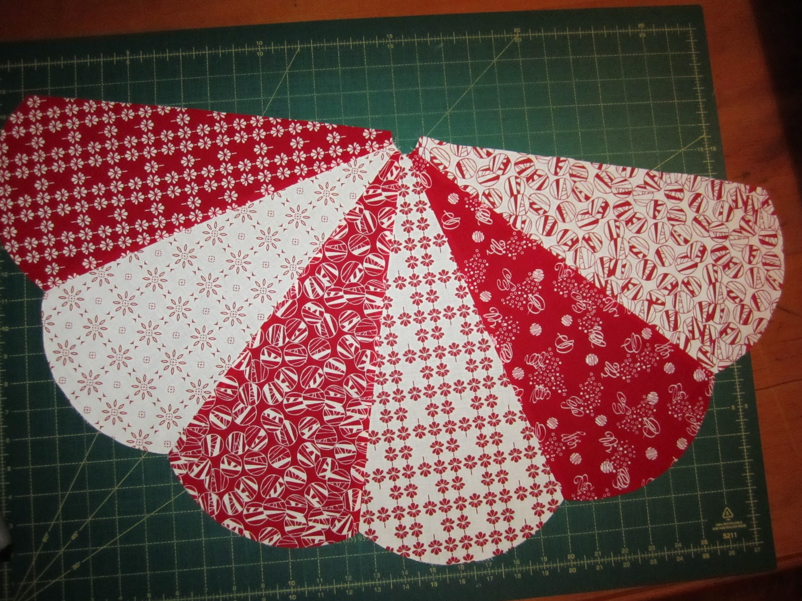 Sunday's Quilts: Christmas Tree Skirt