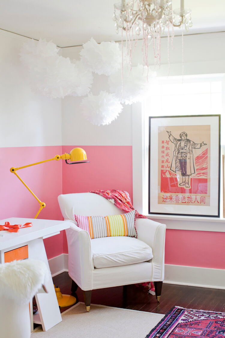 dormitorio con pared rosa