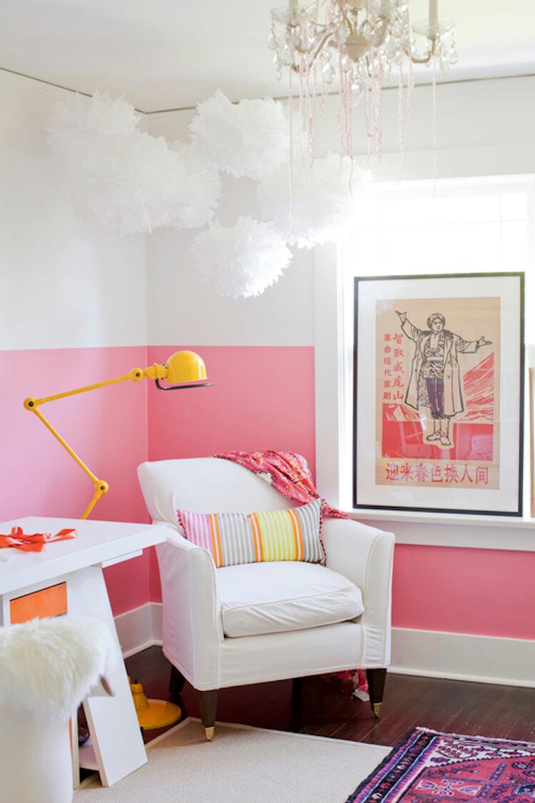 dormitorio con pared rosa