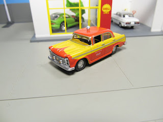 Tomica Limited Vintage Nippon Kotsu Taxi nissan cedric