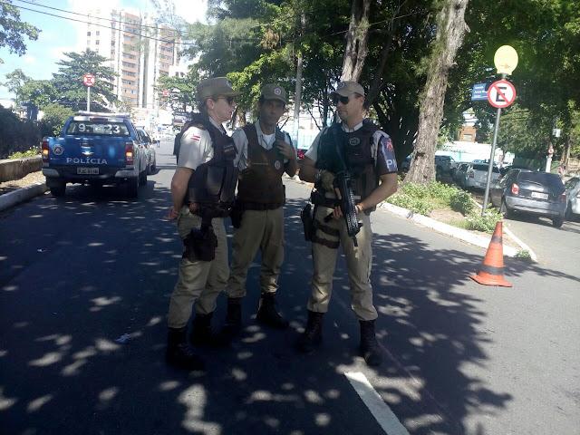Combate à criminalidade: Viaturas em pontos estratégicos e blitz em várias ruas do bairro