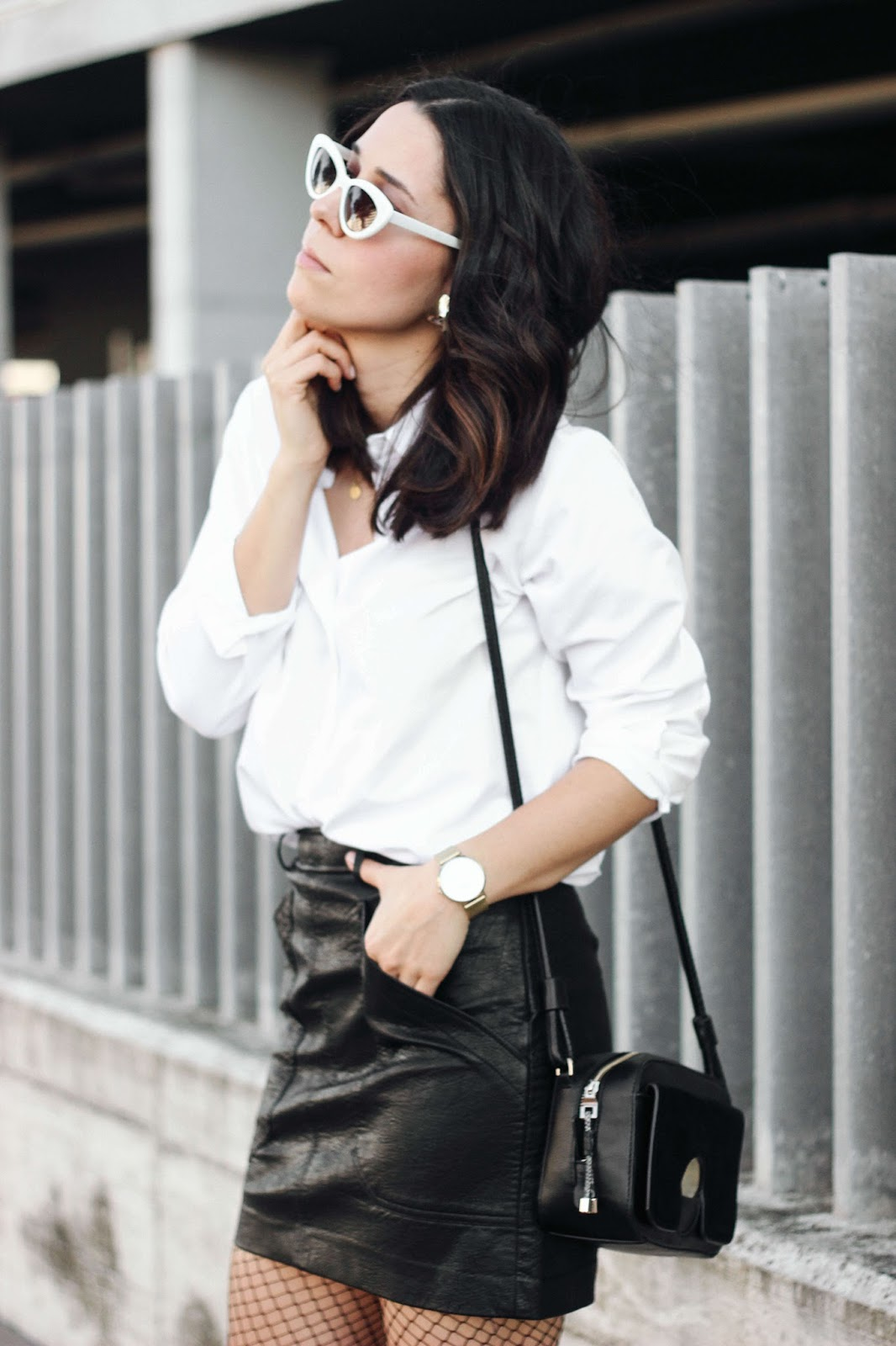 WHITE SHIRT AND LEATHER SKIRT LOOK