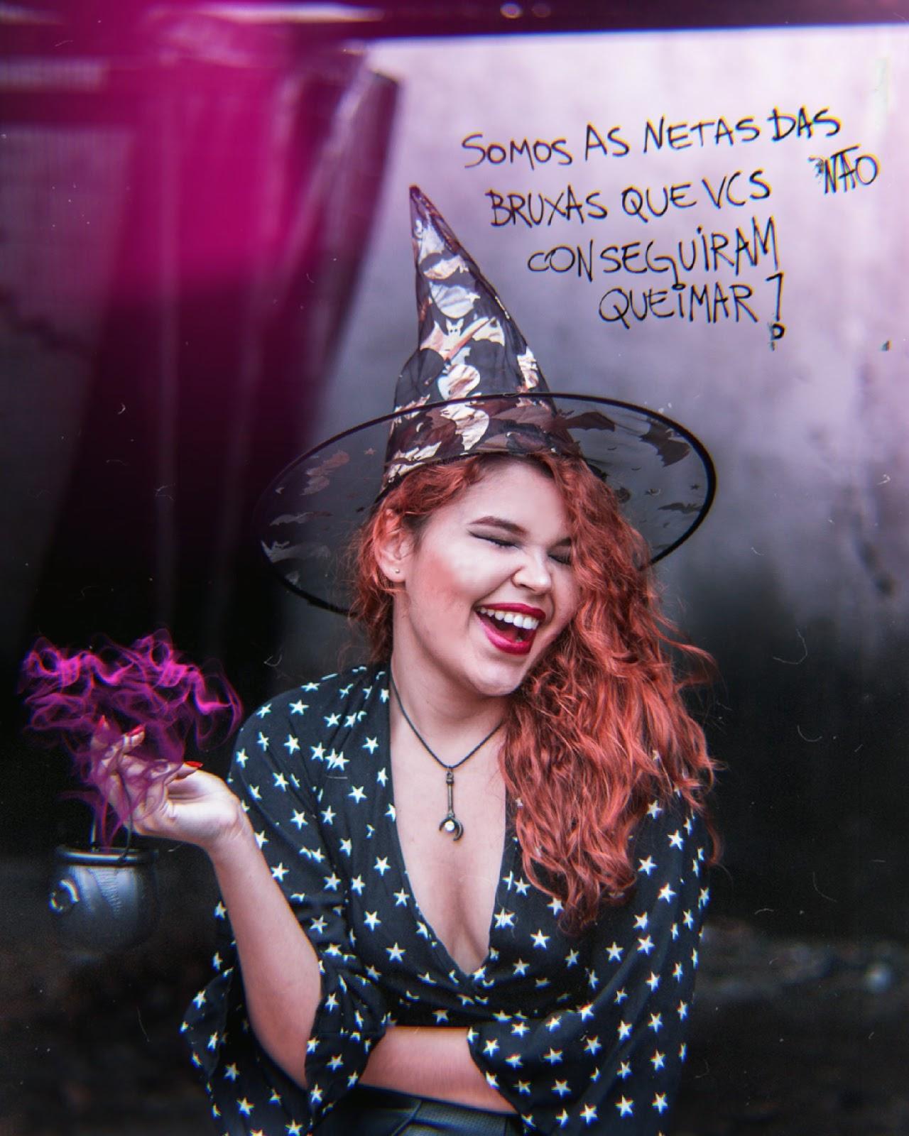 dia das bruxas, halloween, de onde surgiu o termo bruxa, fantasia de ultima hora, fantasia de bruxa usando o que tem em casa, blusa de estrelas, chapéu de morcegos, caldeirão com poção mágica, ruiva e gato preto