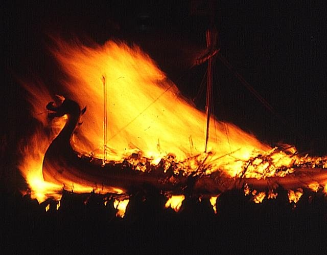 High flames gave status to ancient funeral pyres