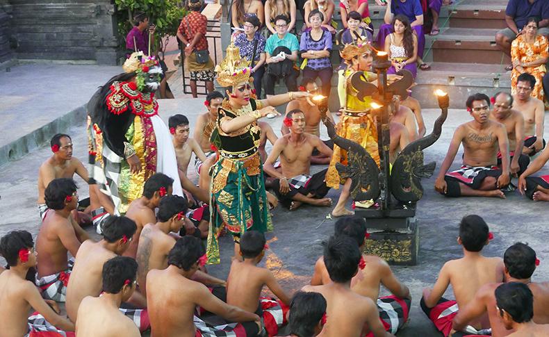 Euriental | fashion & luxury travel | kecak dance, Uluwatu temple, Bali