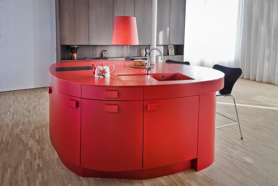Cozinha com móveis vermelho
