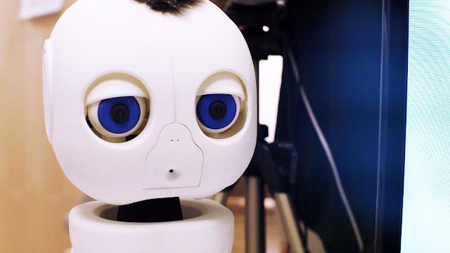 Un robot que interactúa con bebés sordos