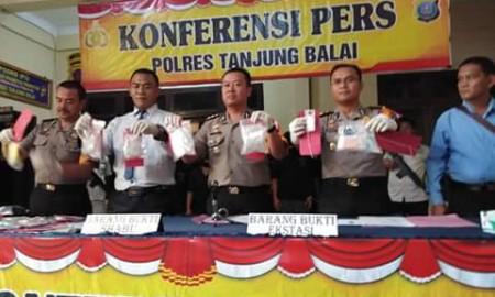 Konfrensi pers polres Tanjungbalai.