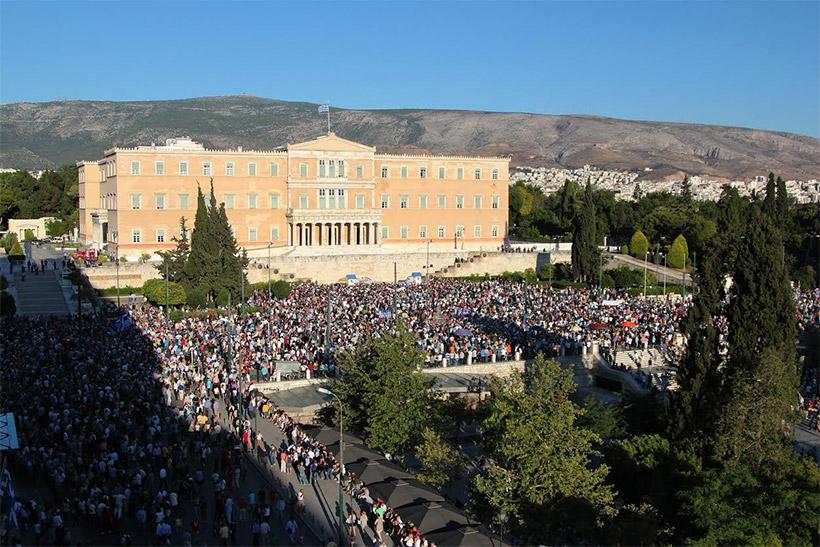Χιλιάδες ηλίθιους μάζεψαν πάλι οι αριστεροί στο Σύνταγμα για το κίνημα «Παραιτηθείτε» καμια σωτηρία !