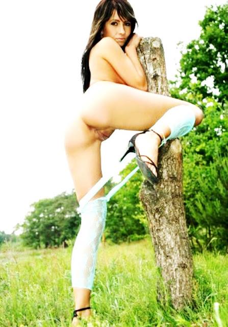 Эротика: Большая вульва девушки эротика www.eroticaxxx.ru без стыда фото обнаженной на природе письки с большой вульвой