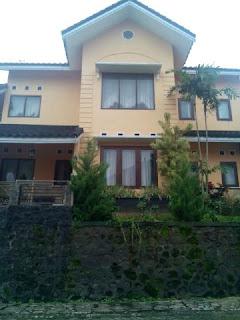 Villa Cemara | Villa Batu Wisata