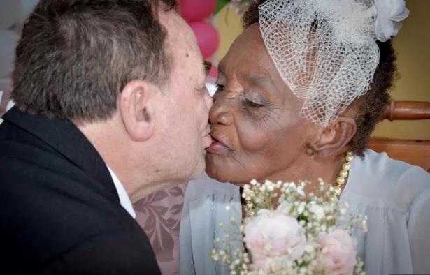 106-vjeçarja Martohet për herë të parë
