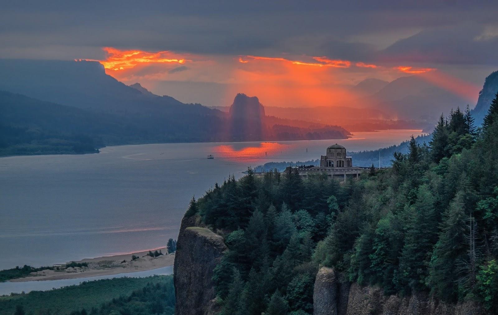 Kari LikeLikes: Sunset at Vista House, Oregon #adventure