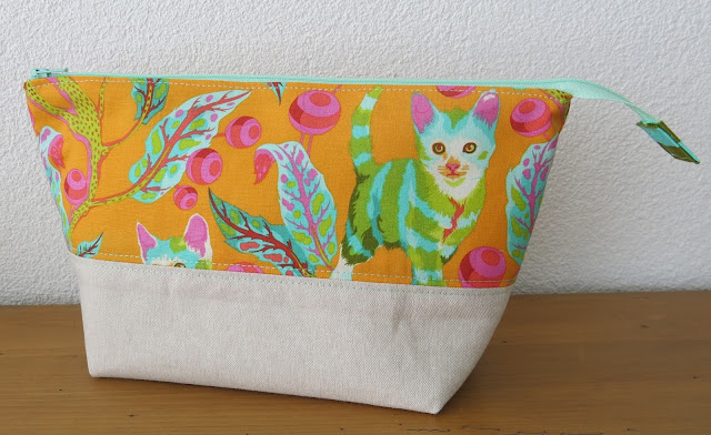 Luna Lovequilts - open wide zippered pouch tutorial by Noodlehead - Tabby Road fabric by Tula Pink