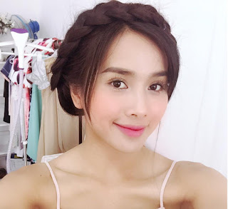 Gái xinh facebook diễn viên Bella Mai