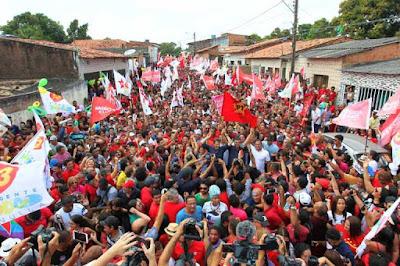Flávio Dino e Haddad arrastam multidão durante ato em São Luís