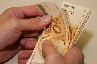 http://vnoticia.com.br/noticia/2711-estado-antecipa-nesta-sexta-feira-11-5-o-pagamento-de-abril-para-57-do-funcionalismo