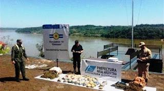 Una de las incautaciones se produjo cuando fue detectada una embarcación que intentaba cruzar el río Paraná desde Paraguay, a la altura del kilómetro 1593 de la hidrovía, en Misiones. En ese bote eran trasladados 225 kilos de cannabis.