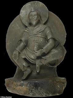 تمثال بوذى عمره الف عام كانت قد نهبته قوات هتلر واتضح الأن انه من خارج الأرض